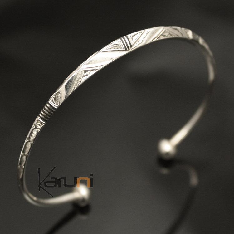 bijoux a graver pour femme bracelet demi jonc graver. Black Bedroom Furniture Sets. Home Design Ideas