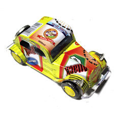 Voiture de Collection Miniature Traction Citroën Canette Recyclée Métal 15 cm Multicolore Madagascar